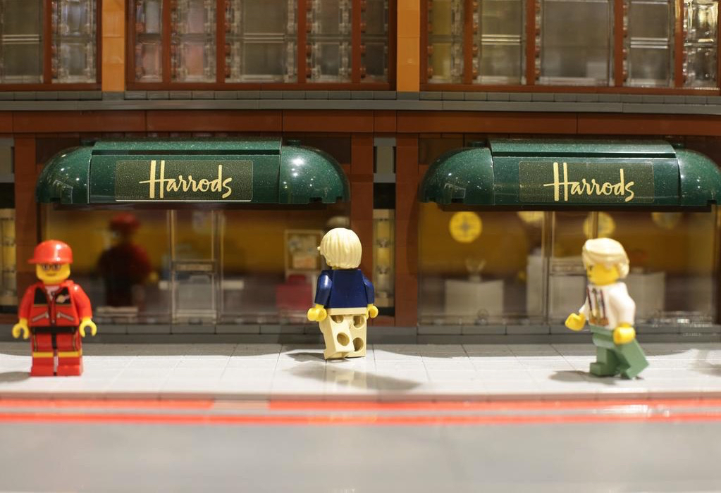 72 000 brick lego model of harrod s department store the toy detectives. Black Bedroom Furniture Sets. Home Design Ideas