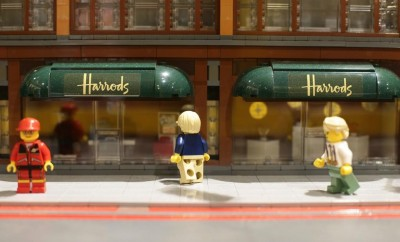 LEGO-Harrods-shop-window-close-up_thumb.jpeg