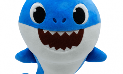 Baby Shark - Singing Daddy Shark by WowWee